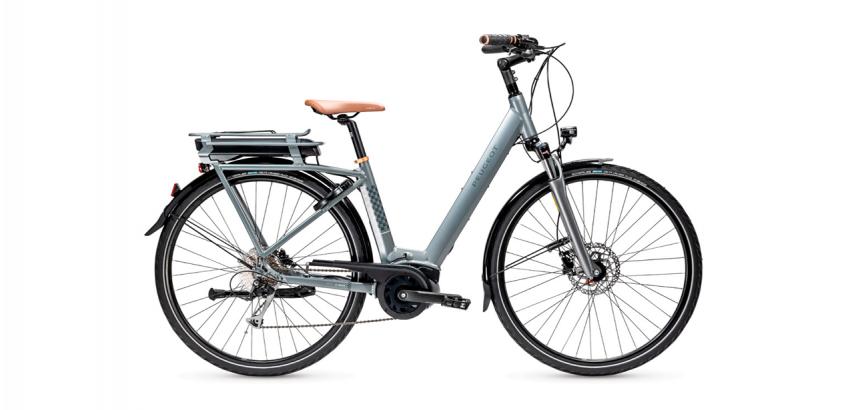 Vélo électrique PEUGEOT eC01 D9 Plus photographié sur fond blanc