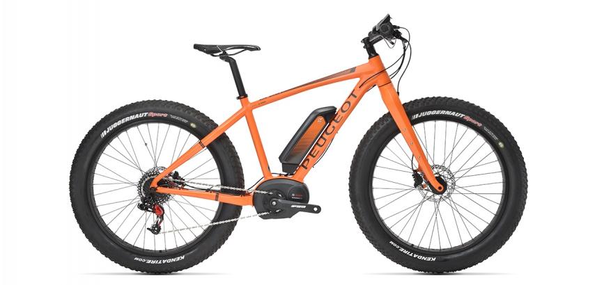 Fat bike électrique Peugeot eFB01 de couleur orange sur fond blanc